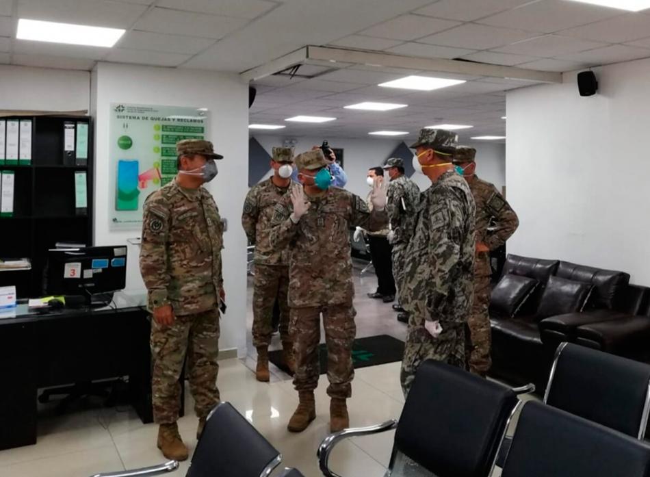 Comandante General del Ejército del Perú visita las instalaciones de la Institución Administradora de Fondos de Aseguramiento en Salud- EP